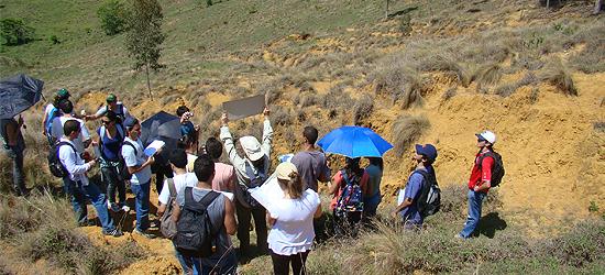 Fotos das atividades de campo desenvolvidas nos Cursos de Geografia.